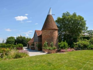 Sussex Oast, beautifully restored, stunning garden, Hurst Green