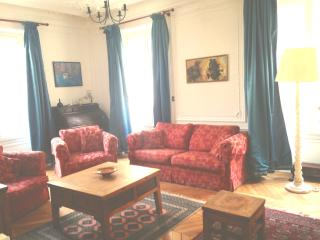 3 bedroom flat in the heart of Paris 9