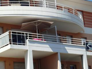 The spacious, secure balcony, seen from the garden. Enjoy the sun from sunrise to early afternoon.
