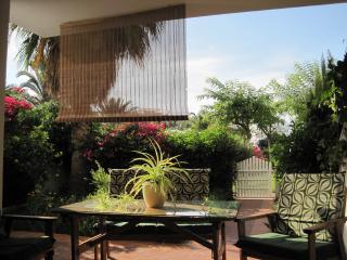 Este es el jardín principal de la casa (orientación sur) desde el cual se accede a la piscina