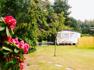 Riverside Holiday Home - sleeps 4