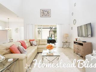 Homestead Bliss | Homestead Villa Situated on Corner Lot with South Facing Pool, Located Near Seven Eagles Pool & Spa & Upgraded Modern Dcor, Kissimmee