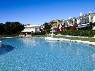 Pool View Holiday Apartment Close to Beach, Estepona