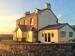Dinas Dinlle Beach, Farmhouse