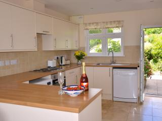 Sleeps 12 +cots, lovely garden near The Eden Project and Lost Gardens of Heligan