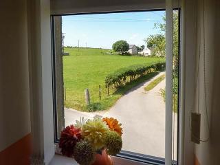 RHUG VILLA, comfy cottage near beach, pub, coastal walks, Nefyn Ref 927106