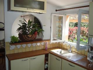 """très jolie mini-villa """"kiwi"""" avec grande terrasse et jardin, Calvi"""