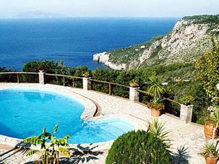 La città di Anacapri, in zona Mesole, godere della vista di vecchi inglese forti della costa. LDG ANN, Amalfi Coast