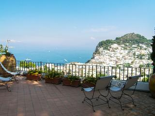 Located on Castiglione Hill, it takes about 12 minutes to walk from the Piazzetta to the villa. LDG LAU, Amalfi Coast