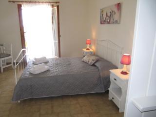 PEGGYS STUDIOS STUDIO DOUBLE BED, Minia