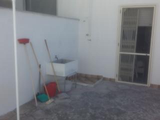 spazio retrostante: pilozza e doccia esterna