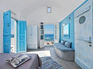 Sky blue beach studio in Santorini, Oia
