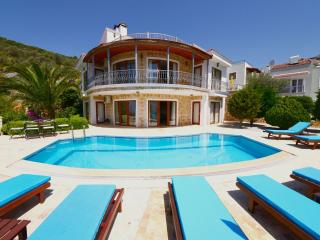 Holiday villa in Kalkan center, sleeps 10. 186