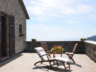 Castello della Mereta, casa vacanza vista mare, Leivi