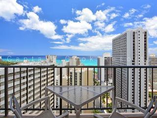 Ocean views - 1 bedroom, AC, WiFi, pool, parking.  Close to beach.  Sleeps 4., Honolulu