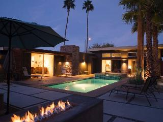 Lucy, I'm Home~SPECIAL TAKE 15% OFF ANY 5NT STAY THRU 3/19, Palm Springs