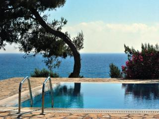 Luxury apartments by the sea!, Marathopoli