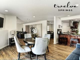 The Oshkosh Home by Twelve Springs - 5 Bd Spacious Retreat, Anaheim