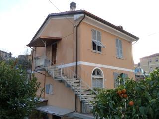 Casa indipendente in bifamiliare immersa nel verde, Lerici
