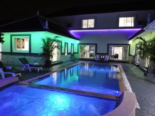 villa de luxe le montecito paragon park pattaya, Pattaya