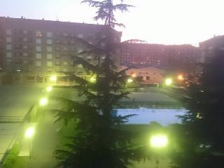 Apto LUJO Logroñ centro.WIFI piscinas GARAJE-6 PERSONAS., Logrono