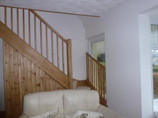 Secret Garden cottage,Quiet location, Garage, gardens,views.Wi Fi.