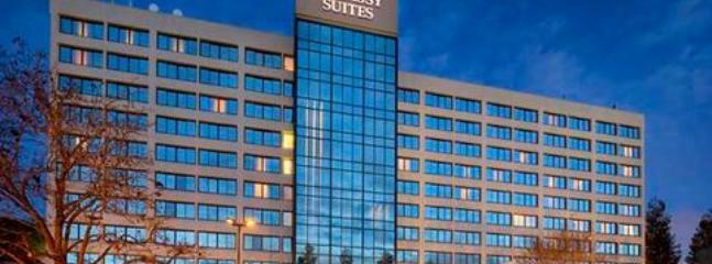 Eclectic Embassy Suite Santa Clara Silicon