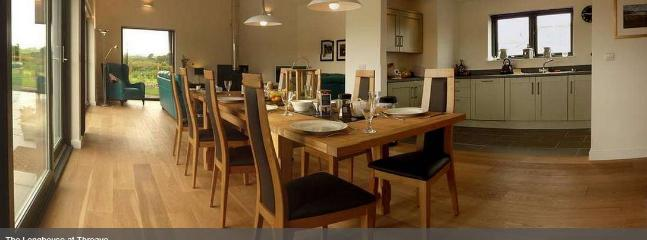 The dinning area and kitchen.
