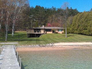 Beautiful Walloon Lake Rental Home (10% price red on openings < next 2 wks)