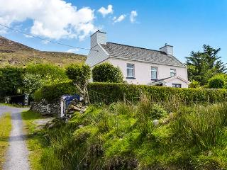 HONEY SPIKE, detached cottage with open fire, off road parking, scenic location, near Waterville, Ref. 926570