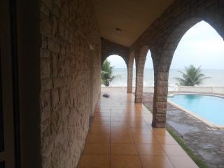 Elmina Beach House w Swimming Pool