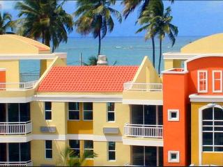 Beach Access Penthouse Apartment, Loiza