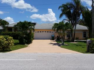 Villa Dolphin , Freshwater canal,sleep 6, Cape Coral
