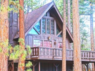 "Super Cozy A-FRAME ""Chalet Edelweiss"" + Netflix!, Big Bear Region"