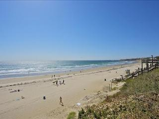 1 Bdrm Right on the Beach in San Diego + Parking!