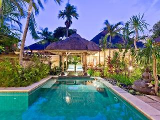 Huge, 4 Bedroom Villa walk Sanur to Beach, Jimbaran