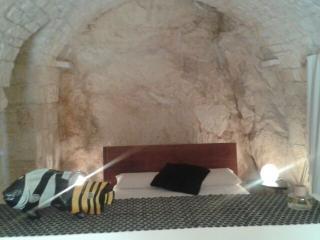tipica casa ostunese nella roccia