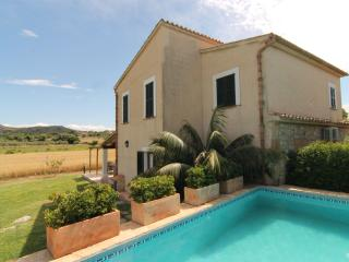 Villa Vertent, very quiet  at 5 km from the beach, Pollenca