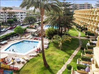 Sunny flat w/sea-view terrace, pool, Las Palmas