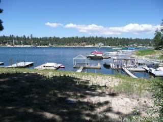 FRESH SNOW!  Boat Dock, Hot Tub  VIEWS  3 bedroom 3 bath  sleeps 11 ppl., Big Bear Region