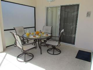 Newly remodeled 4 bed 3 bath pool home, Davenport