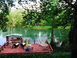 The Layze River House on the Little Red River