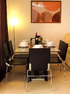 Indoor dining for 6 guests
