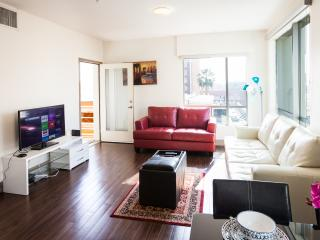 Fully furnished 2 Bedroom Apartment Hollywood - w/ FREE PARKING