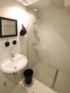 BATHROOM ON THIRD FLOOR APPARMENT