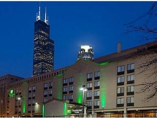 Homey Holiday Inn & Stes Chicago DT