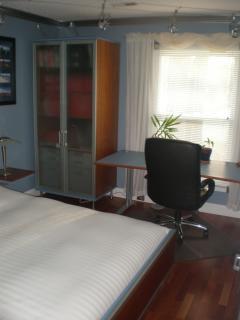 Queen size bedroom with desk