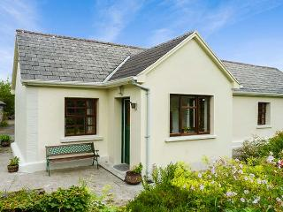 HAWTHORN FARM COTTAGE, ground floor, open plan, pet-friendly, garden, on livestock farm, Ref 926560, Tubbercurry