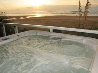 Direct ocean views from the hot tub.