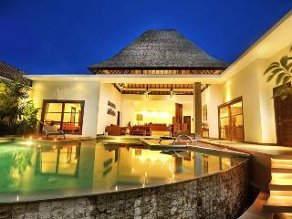 Tropical Modern 3 Bed Villa Sets in Seminyak, Legian